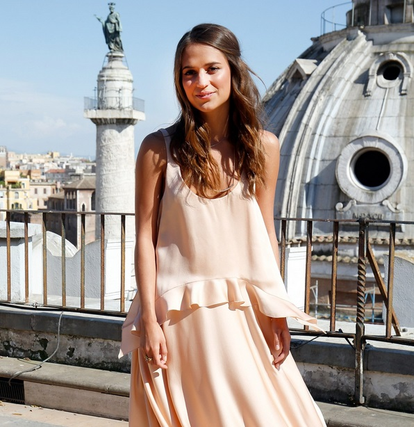7d6e9f15891 ALICIA VIKANDER THE NEW FACE OF LOUIS VUITTON   Beauty And The Dirt ...