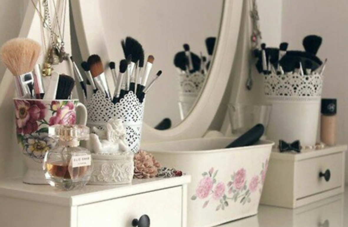 STYLISH MAKEUP BRUSH POTS