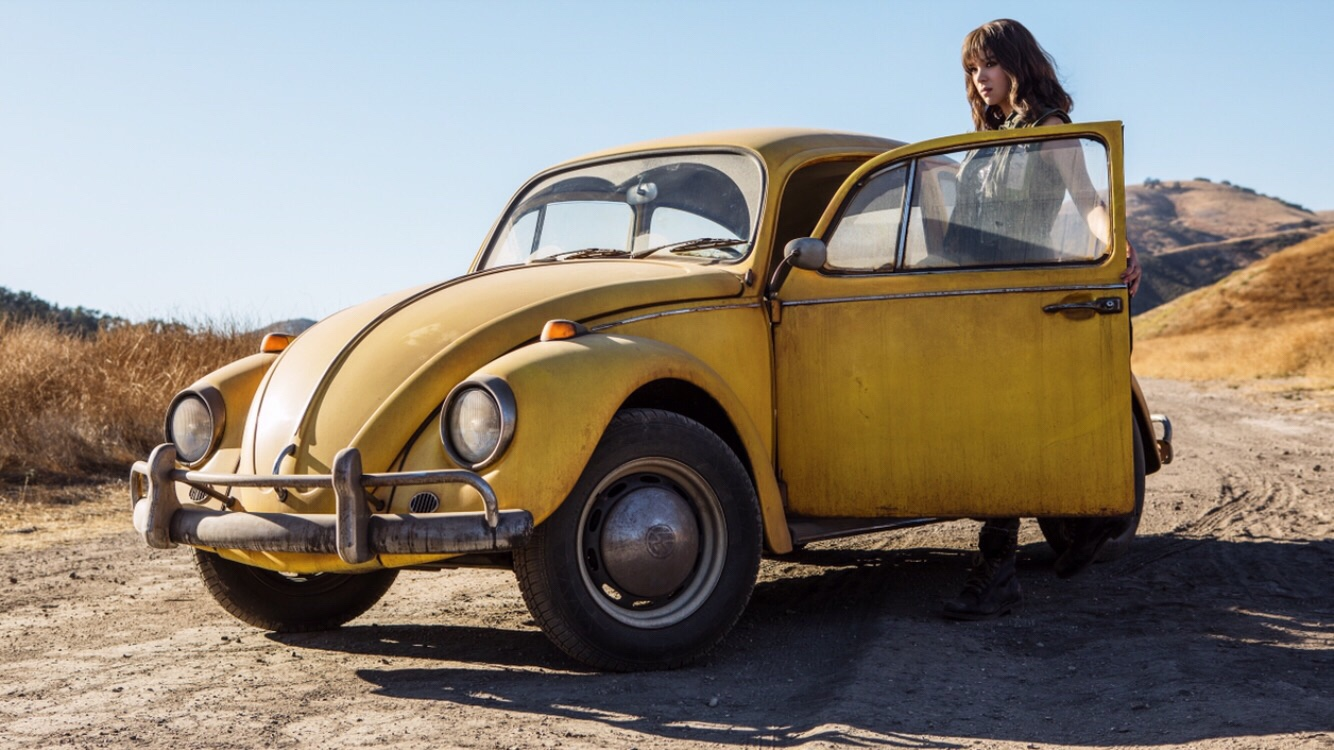 FIRST LOOK AT HAILEE STEINFELD IN BUMBLEBEE